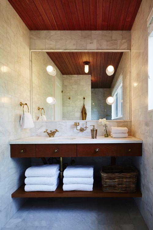 mobila baie clasica blat alb oglinda mare elemnte aurite