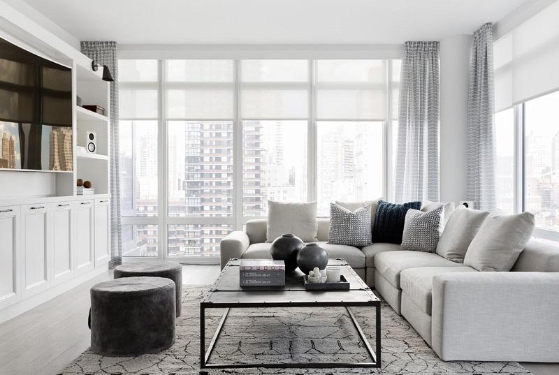 Living modern cu mobila alba si canapea in forma de L
