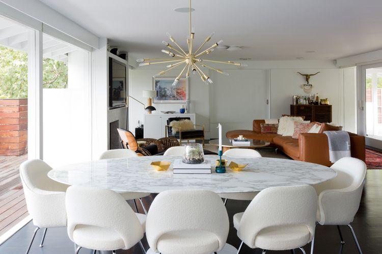 Sufragerie mare cu 8 locuri si masa cu blat de marmura