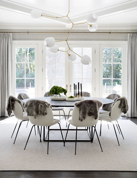 Sufragerie mare cu 8 locuri si lustra mare