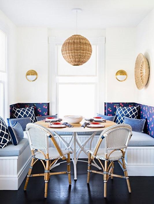 Sufragerie clasica cu lustra clasica