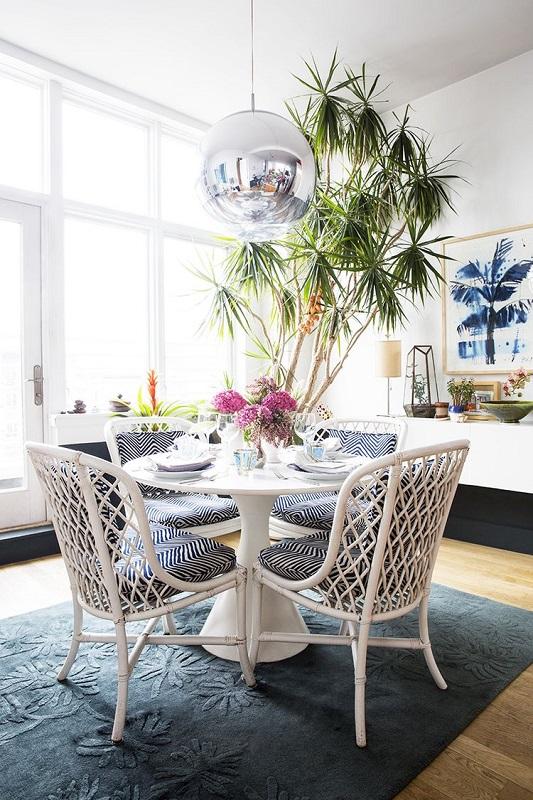 Sufragerie retro cu flori si plante