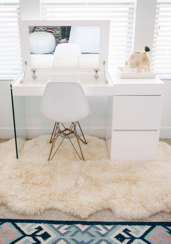 masa de toaleta cu oglinda rabatabila si sertare alba moderna
