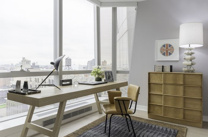 idei amenajare birou acasa modern masa birou din lemn lampa birou