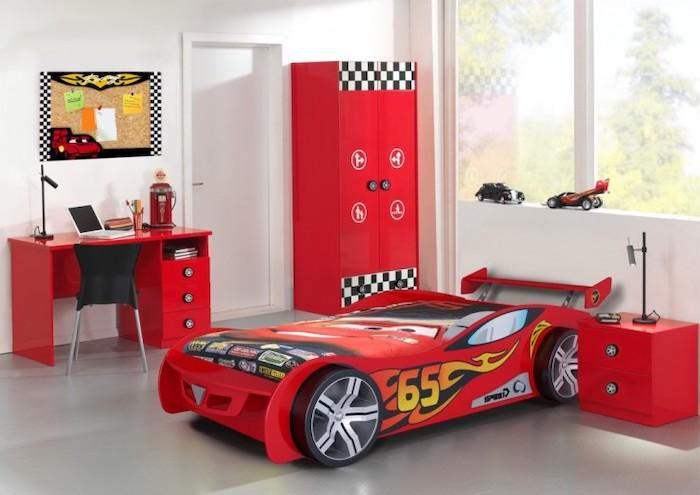 amenajare camera baieti mobilier pat masina rosie