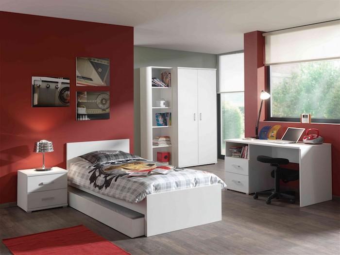 mobilier camera baieti amenajare camera baieti moderna perete rosu