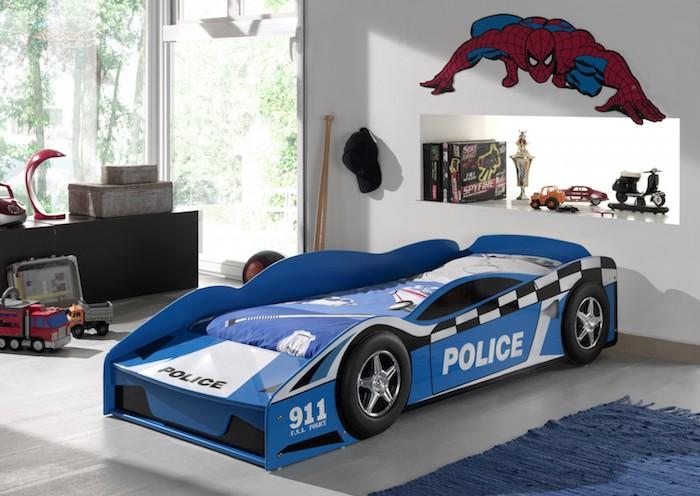 pat pentru copii masina politie amenajare camera baiat moderna