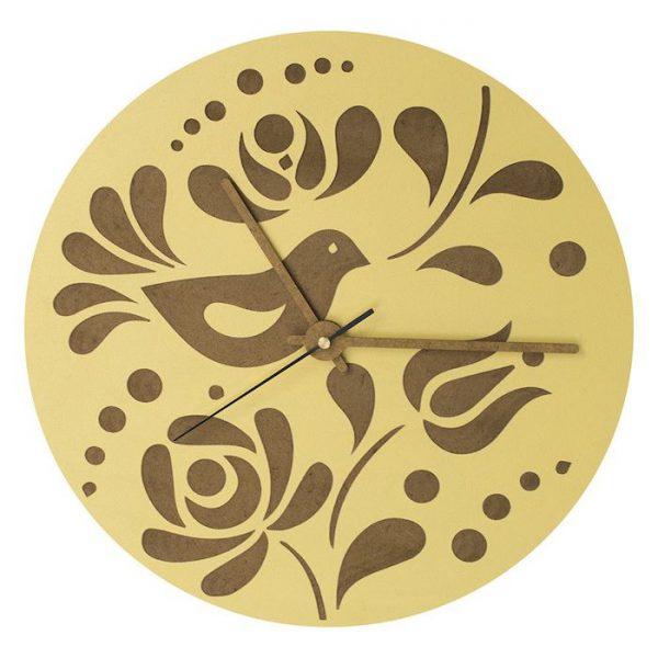 ceas de perete decorativ din lemn vopsit manual galben