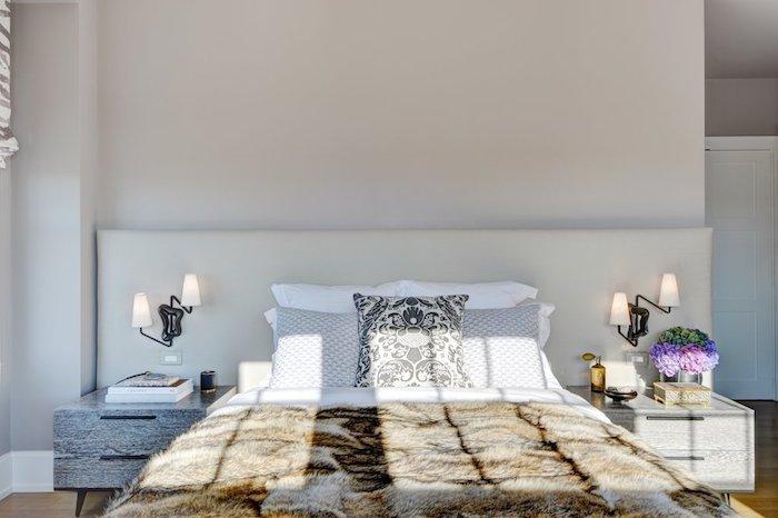 idei amenajare dormitor in alb pat mare 2 noptiere