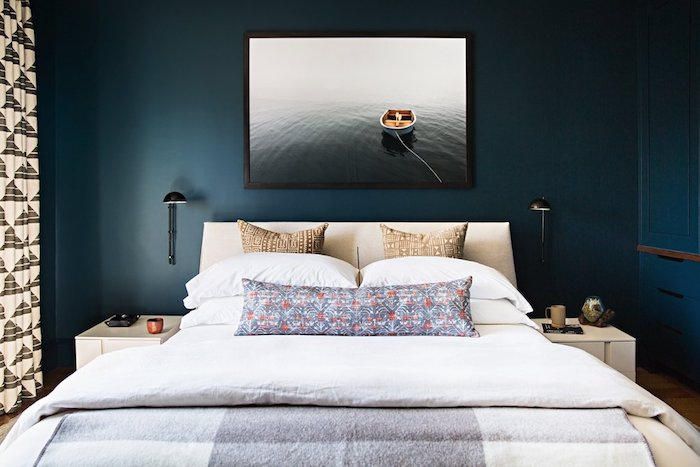 idei amenajare dormitor modern nuante inchis pat bej