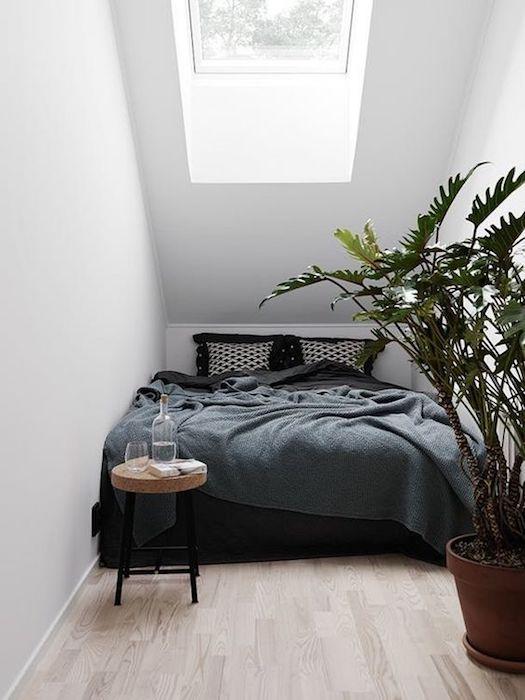idei amenajare mansarda dormitor mic