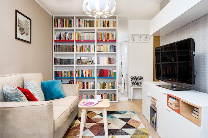 amenajare living mic garsoniera biblioteca in living