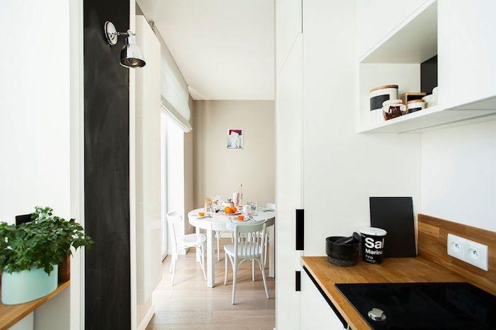 loc de luat masa in living amenajare apartament mic 2 camere