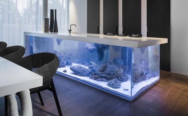 Oceanul in bucatarie – Bucatarie cu acvariu urias