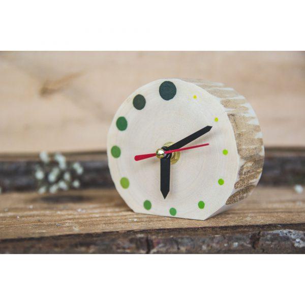 ceas pentru birou Ceas de masa din lemn natur cu buline verzi, Pictat manual, DOTS - Deco Box