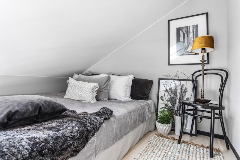 idei amenajare dormitor ingust mansarda garsoniera 31 m2