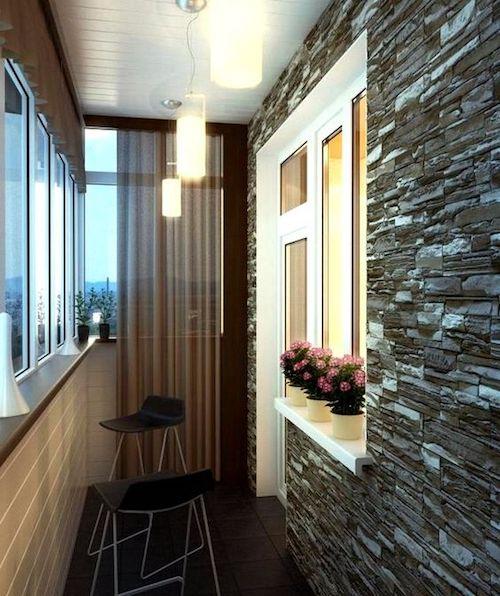 Amenajare balcon inchis perdele perete din piatra