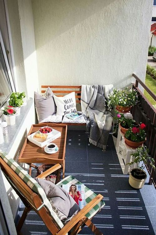amenajare balcon deschis modern flori in balcon