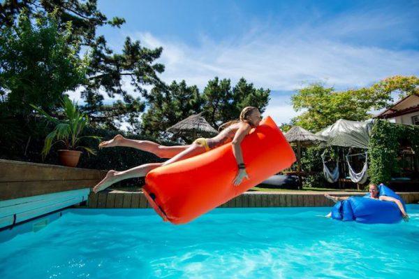 saltele gonflabile pentru piscina