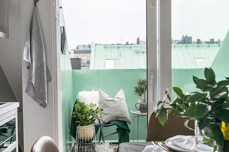 Mini dormitor la mezanin într-o garsonieră de 32 m² amenajată la mansardă 11