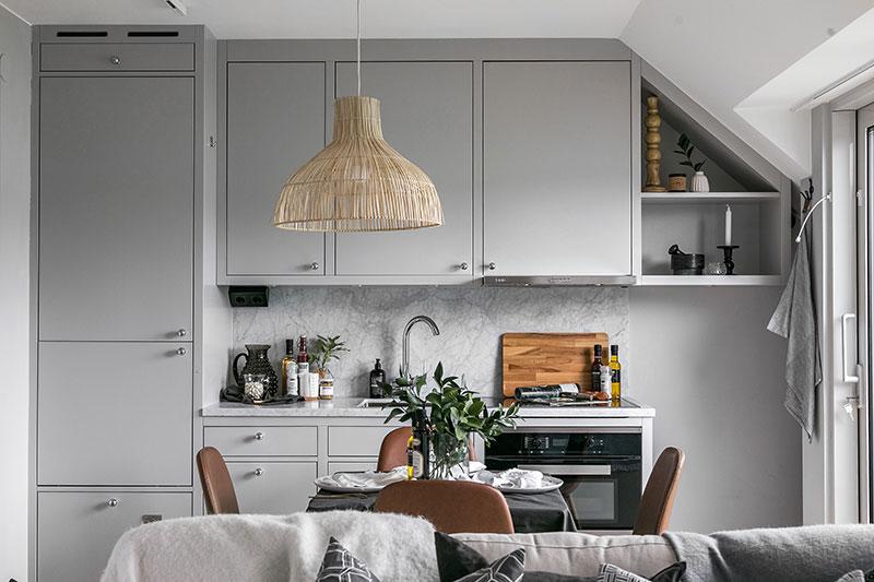 Mini dormitor la mezanin într-o garsonieră de 32 m² amenajată la mansardă 2