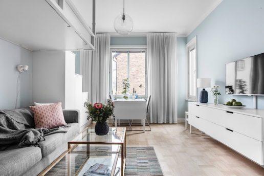 idei amenajare garsoniera 22 mp living modern cu culori deschise