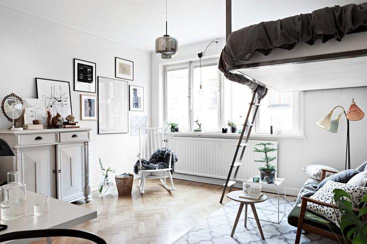 pat dormitor suspendat Living si dormitor in aceeasi camera