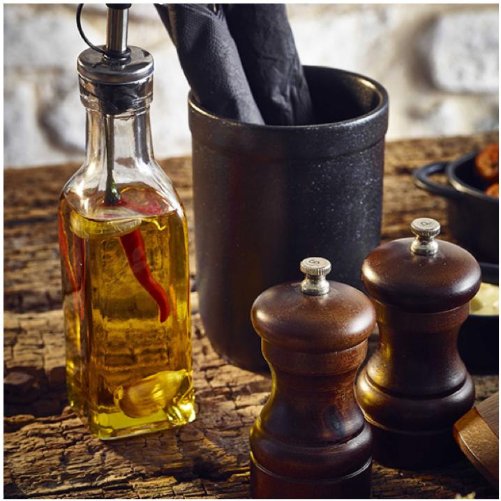 Cum folosesti tacamuri si oliviere pentru aranjarea unei mese perfecte
