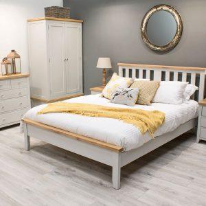 Set Mobila Dormitor din lemn de pin si MDF, cu pat 200 x 150 cm, 5 piese Ferndale Grey / Oak