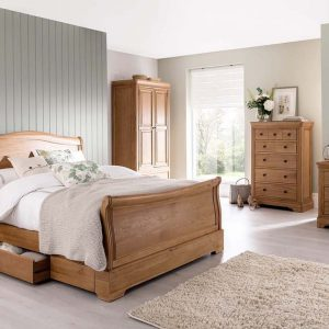 Set Mobila Dormitor din lemn de stejar si furnir, cu pat 190 x 135 cm, 5 piese Carmen Oak