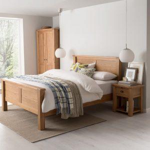Set Mobila Dormitor din lemn de stejar si furnir, cu pat 200 x 150 cm, 5 piese Breeze Oak