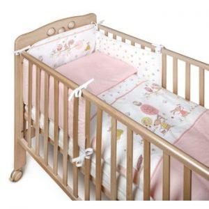 Protecție grilaj pat pentru bebeluși YappyKids Bumper Forest 60 x 60 cm, roz