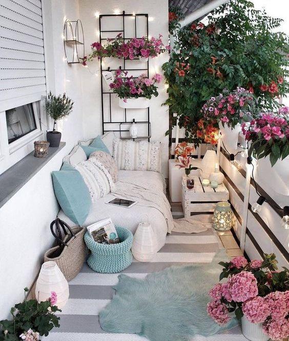 idei amenajare balcon cu decoratiuni luminoase