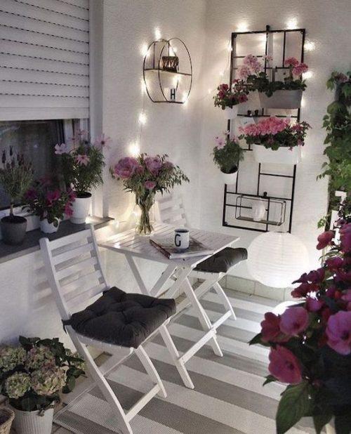 idei amenajare balcon cu lumini decorative