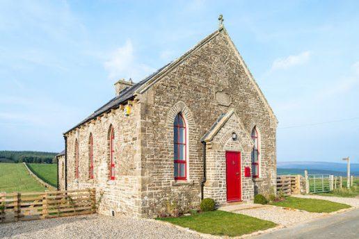 biserica transformata in casa
