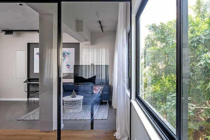 usa glisanta din sticla pentru dormitor
