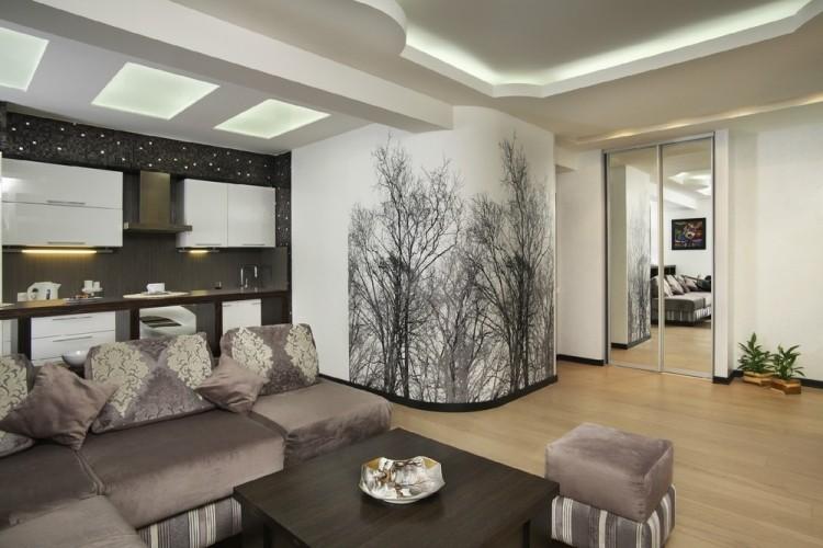 amenajare living modern cu bucatarie si un perete cu sticker copaci