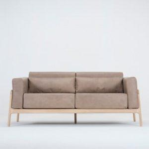 Canapea din piele bovina cu structura din lemn masiv de stejar Gazzda Fawn, maro deschis