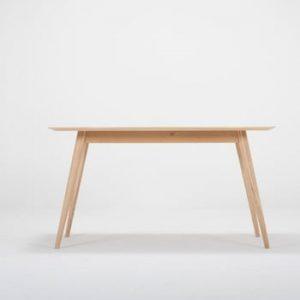 Masa din lemn masiv de stejar Gazzda Stafa